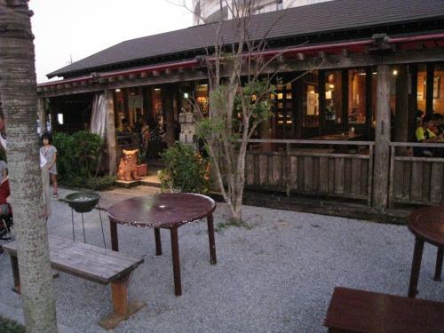 喜瀬ビーチパレスから歩いて10分ほどのところにあった「美ら花」という居酒屋風レストラン。最後に食べたソーキソバが美味しかったです。