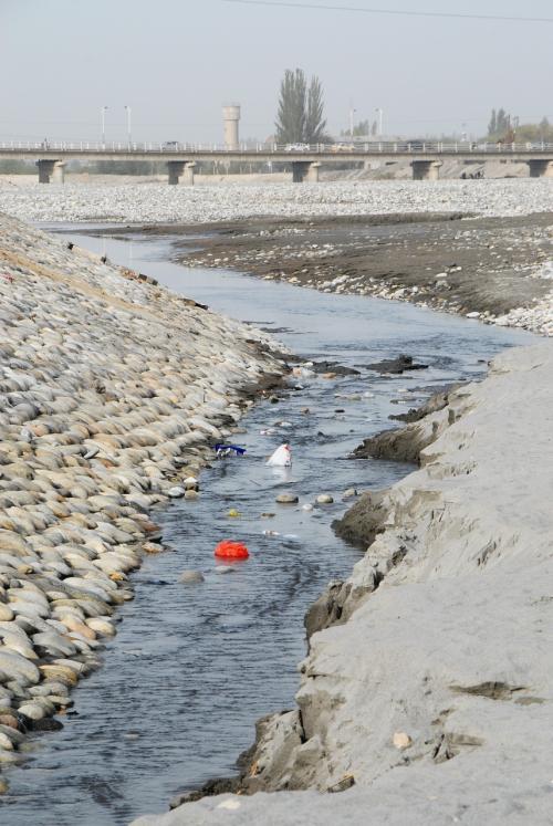 でも、河を汚すのはお構いなし・・・