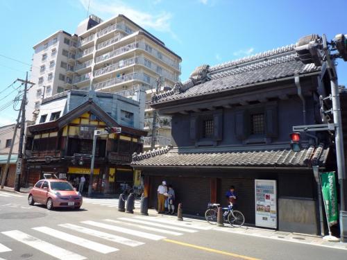 JR川越駅を降り、クレアモールを通り、蔵通りに。<br />結構距離がある。<br />ようやく蔵通りの南端の仲町に。