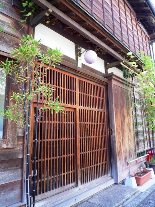 亀屋栄泉の対面のお店。