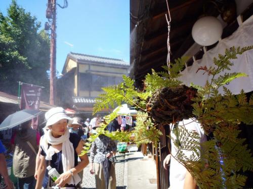 残暑が厳しかった orz<br />駄菓子屋横丁で駄菓子を買う食欲もなく胡瓜を頬張る。