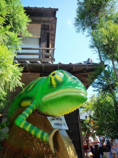 駄菓子屋横丁には動物のオブジェが至る所に。