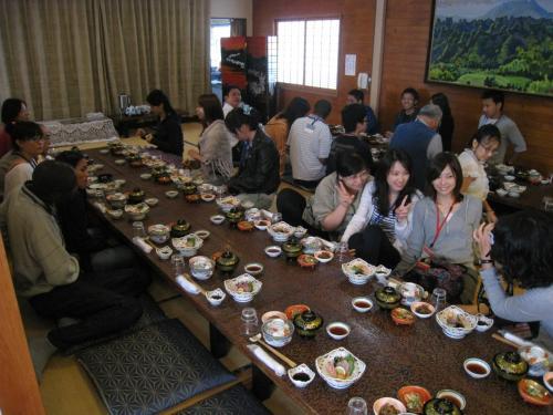 国東市到着の最初は「太喜」という料理屋さんでの昼食。かんぱちと鯛の刺身は絶品でした。