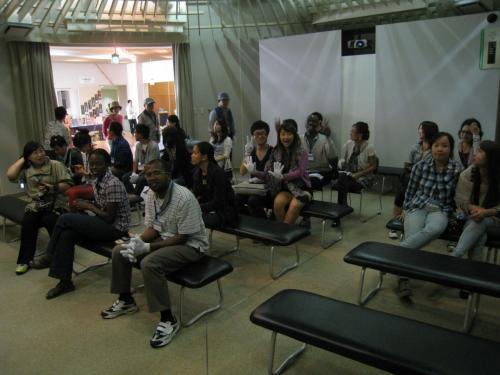 ここは弥生のムラ体験学習館。今から副館長によるレクチャーが始まります。