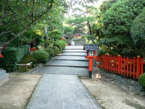 建勲神社(たけいさおじんじゃ)参道の光景。