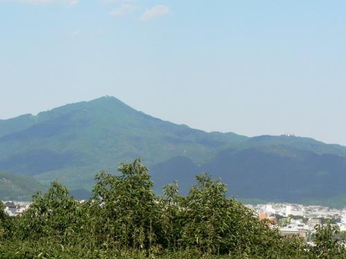 建勲神社から見た大文字山・比叡山方面の光景。<br />