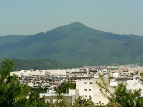 船岡山公園から見た大文字山周辺の光景。