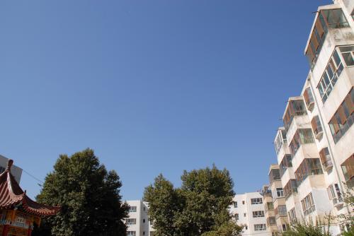 もうお馴染みになりました、韓さんの家の小区内風景です。