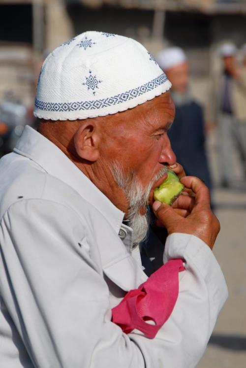 喉が渇けば果物で補給。<br /><br />これが維吾爾スタイル♪