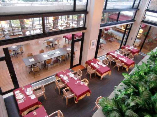 今夜は18:30からレストラン「ル・プラトー」(写真)で夕食にする。