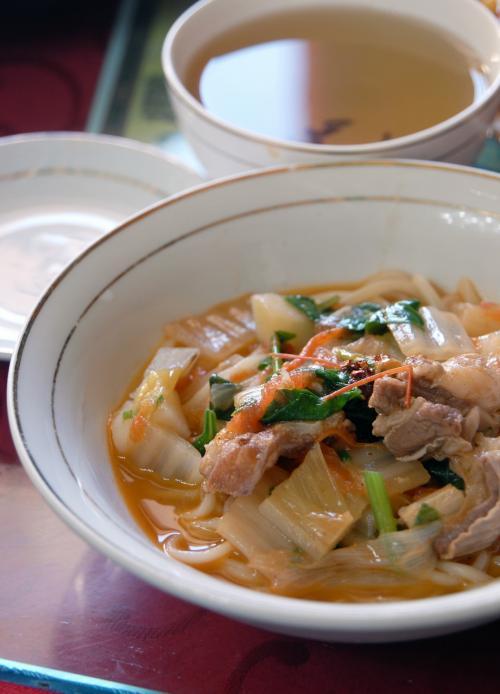 拌麺(ラグマン)。<br /><br />ドサッとボリュームが有る感じでは無く、新鮮食材をふんだんに使ってて、上品仕立てでとてもおいしい。