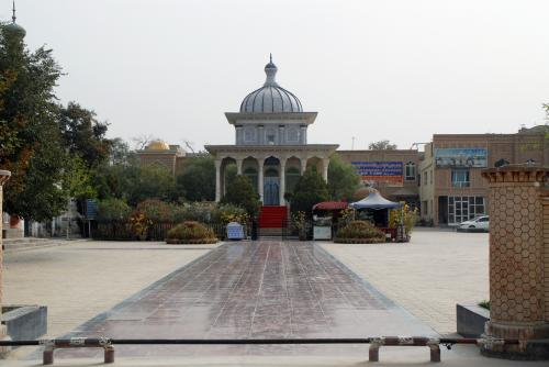 叶爾羌汗(سەئىدىيە خاندانلىقى)国王陵にある「阿曼尼沙汗記念陵」。<br /><br />前と全然違います・・・
