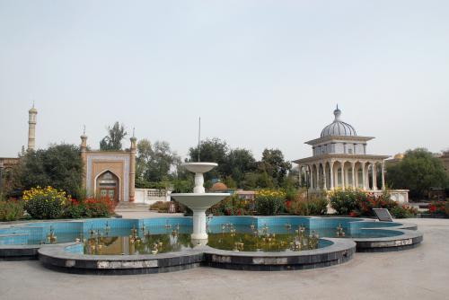 阿曼尼沙汗(アマンニシャハン)記念陵の横には、莎車最大のモスク「阿勒屯魯克(アルトゥンルク・モスク)」があります。