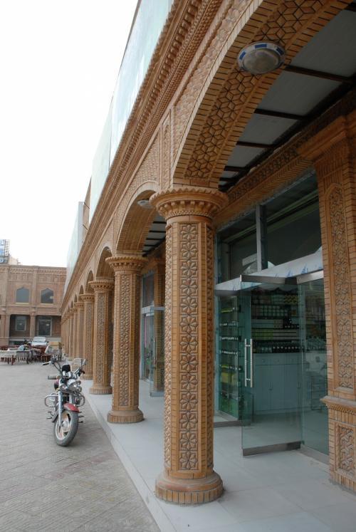 周りのお店は、殆どが閉店ガラガラ・・・<br /><br />開いていた民芸品店で時間つぶし。