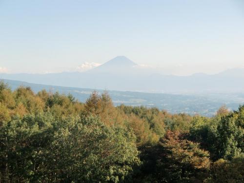 富士山のアップ(写真)。昼間でも富士山が見えるのは珍しい。