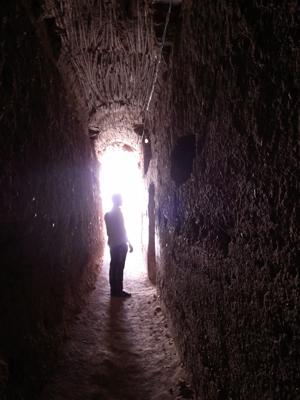 エル・バディ宮殿は、このような地下牢があることでも有名です。奥の方まで迷路のように果てしなく続いていて、歩いていると結構怖いです。<br />