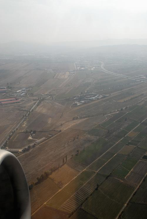 烏魯木齊空港周辺は何にもないところですね。