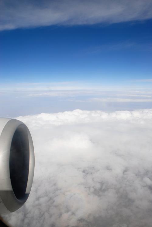 今まで不思議な「飛行機虹」を見せてくれていた雲を見送り、、、