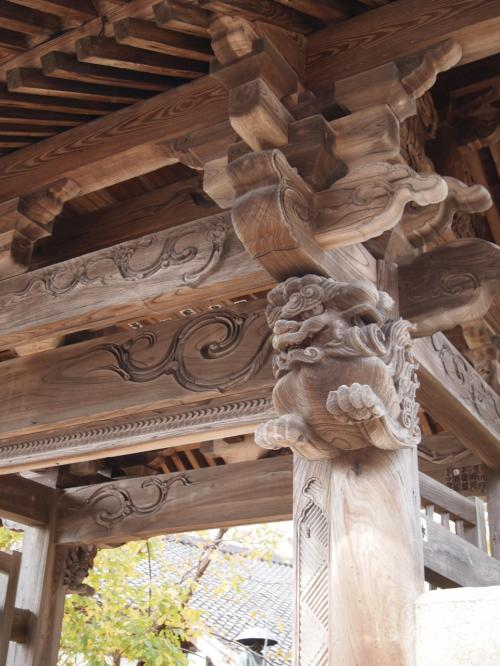 佐和田でバスを乗り換え、再び本線で両津に向かいます。<br />バスを降りたら素敵なお寺に遭遇!<br />佐渡にはお寺がたくさんありました。