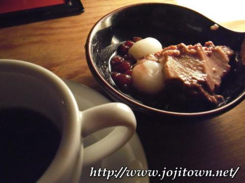 ・2011/3/1<br />本日のお惣菜とドリンクバー、デザート3種が付いているんですよ〜お惣菜はインゲンの胡麻和えで、デザートは抹茶、ココアのパンナコッタと、白玉あずきでした。<br /><br />