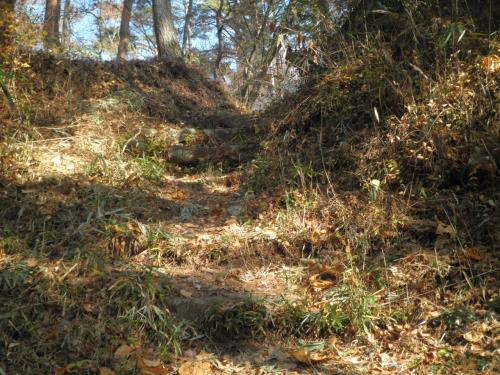 要害城址の登山道