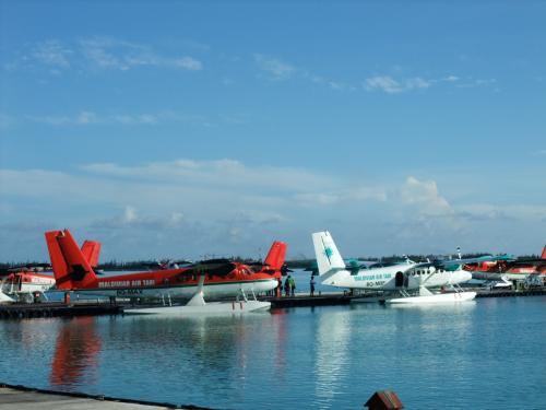 Maldivian Air Taxi(赤い水上飛行機のほう)<br />モルディブには、2つ水上飛行機会社があります。