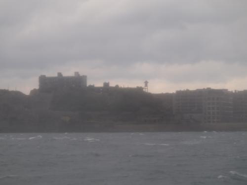 島に近づくにつれ波は、荒れてきました。