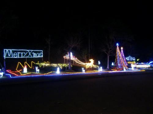 そして、お風呂に直行する。スパ施設「テルメゾン」前に飾られたクリスマスのイルミネーション(写真)は見事である。