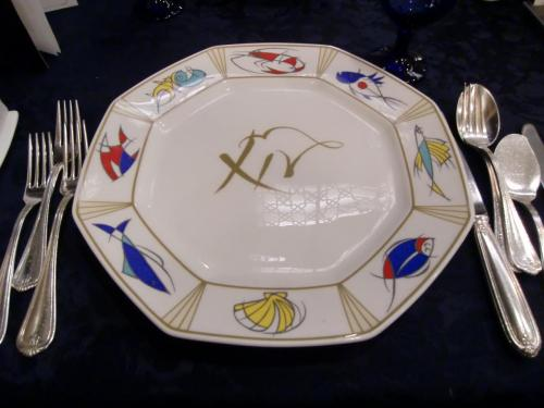 本日のコース料理は「PERLA」。イタリア語でペルーラ。英語で「PEARL」。鳥羽らしく真珠のようなコースということか、期待しよう。7350円(税込・サ別)