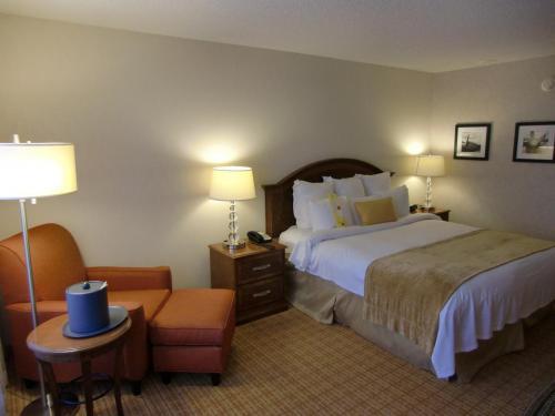 客室(写真)は広く、内装はシンプルで気品がある。ベッドの弾力がちょうどよく寝心地が最高である。