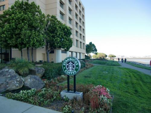 マリオットホテルにはしばしば「スターバック」(写真)が入っている。私はスタバのコーヒーが好きなので、これはありがたい。