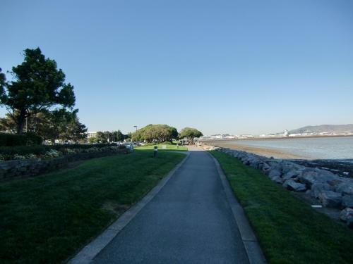 サンフランシスコは晴天が多い。遠くに空港(写真)が見える。