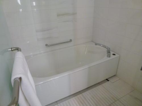 こちらはお風呂場。<br /><br />洗い場付なのでゆっくり寛げます。<br /><br />が・・・
