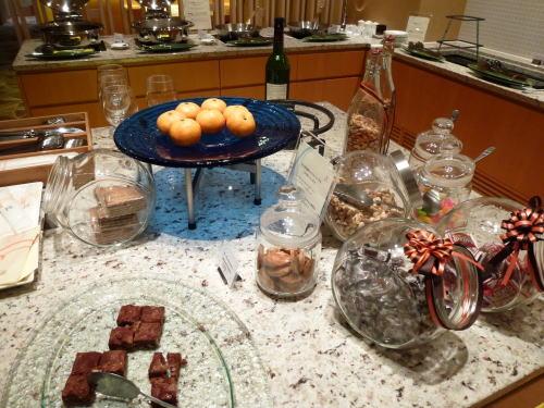 時間が遅かったので、デザートになりそうなものはチョコレートとガトーショコラ、クッキー、ナッツ類程度しかありませんでした。