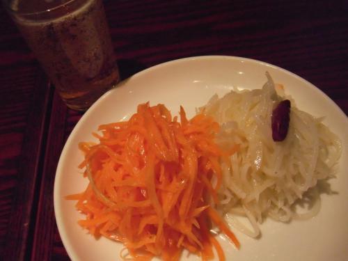 ・2011/3/11<br />ヨドバシ吉祥寺のレストラン街「XI'AN(シーアン」で、ハルピン出身の方オススメの刀削麺を食べに・・・<br /><br />ランチコース¥1.480はお徳です。<br />まずは綺麗な前菜から!これがとっても美味しかったんです。<br />