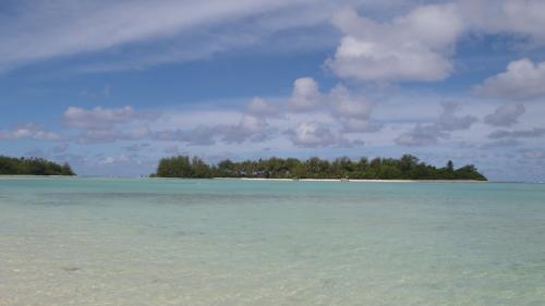 ラロトンガ島に戻って来ました。<br />名残惜しくコロミリ島を眺めます。<br /><br />本当に楽しかった。また機会があれば、参加します。<br /><br />http://kanadive.net/