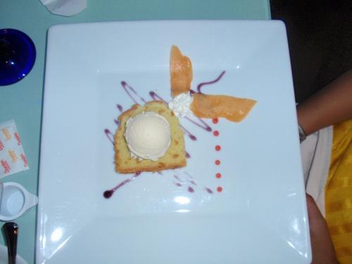 コースの最後はデザート。<br />綺麗で美味しかったそうです。