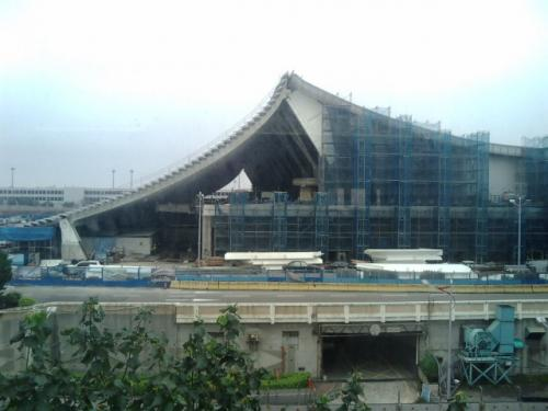 ターミナルは工事中。