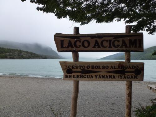 ビーグル水道からの入江に形成されているロカ湖です。対岸は霧で見通しできません