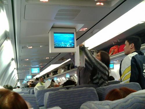 台北→マニラ便はモニターなし、映画観られず。