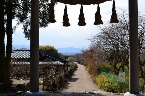 桧原(ひばら)神社から二上山を展望