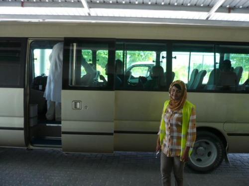 Maamigili Airport到着後、ボート乗り場の桟橋まではバスで移動します。<br />空港スタッフが同行いたしますので、ご安心ください。<br />