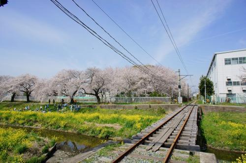 日本車両からJR飯田線に接続する車両搬送専用の線路で<br />鉄ヲタには有名な撮影ポイントのようです