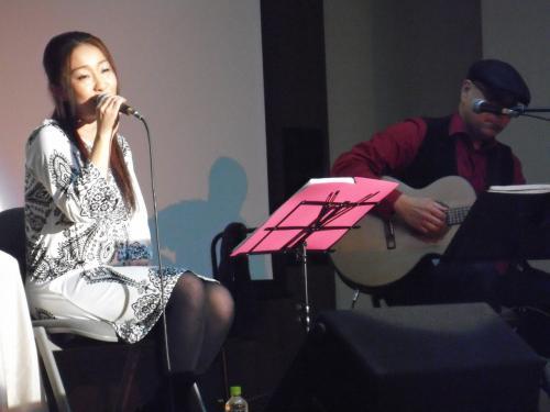 Double Voiceのテツさん、ナツコさんにピアノの赤石香喜さんで、しっとり大人な昭和歌謡です。