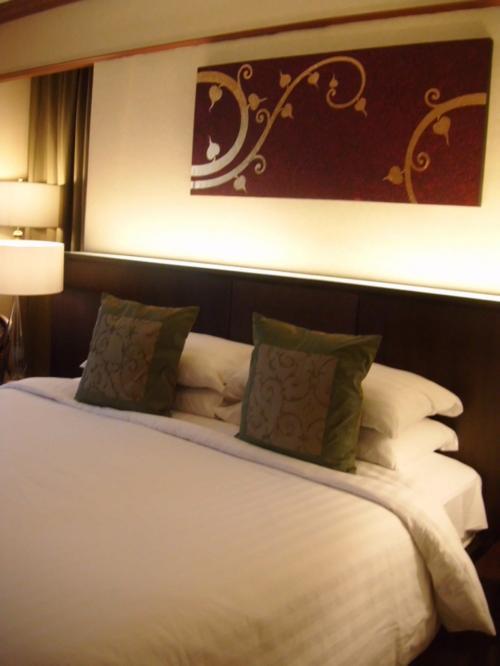10年以上前からツアーで利用させてもらっていましたが、オーナーが女性のホテルだけあってまだまだ落ち着いていて清潔な印象のホテル。パソコン、スマホユーザーにうれしいのは、ロビーと室内ともにWIFIが無料になったこと。<br />ちなみにオーナーは、「タイの美空ひばり」と呼ばれる大御所の歌手なんです。