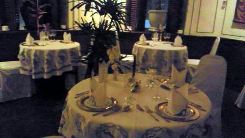 「ブルーエレファント」は、ヨーロッパから逆輸入された、洗練されたタイ料理のレストランです。値段は料理にもよりますが2,000バーツ(約6,000円)〜くらいでしょうか?自分へのご褒美の旅などで行ってみるのが良いかもしれません。