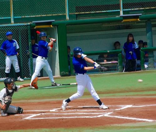 今日は、横浜ベイブルースVS京浜野球倶楽部の試合です。<br /><br />横浜ベイスターズVS千葉ロッテっぽいユニフォームでした。<br />http://www.plus-blog.sportsnavi.com/chifu/article/587<br />
