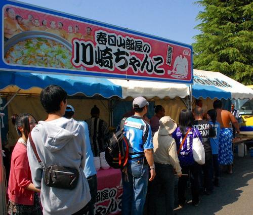 イッツア相撲ワールドだけに、イッツア スモール ワールドの曲が流れるイベント会場。