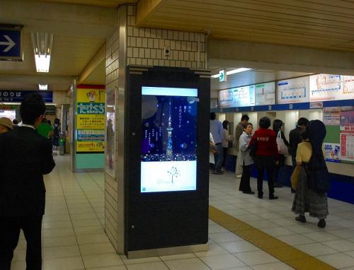 初めての東武野田線の船橋駅。<br />デジタルサイネージがありました。
