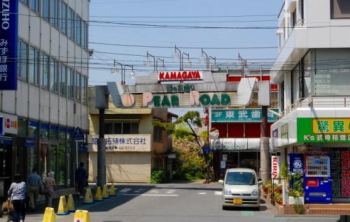 鎌ヶ谷駅のこっち側ではないほうに出ましょう。
